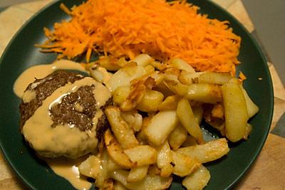 Fyllda nötfärsbiffar med potatis och morötter