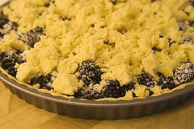 Björnbärspaj med vaniljströssel