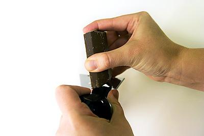 Hyvlar choklad med rivjärnet