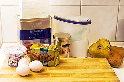 Ingredienser till en päronkaka