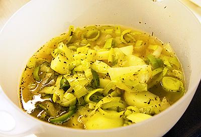 Kokt potatis och purjolök.