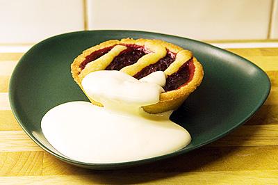 Taybärspaj med vaniljsås