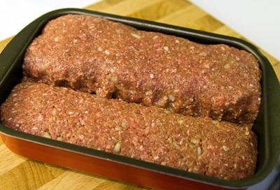 Två mindre köttfärslimpor