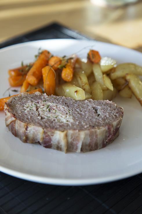 Köttfärslimpa med smak av kantarellost och rökt skinka