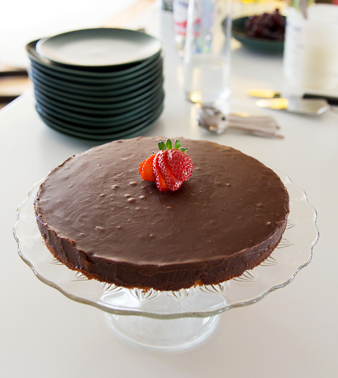 Mintchokladtryffeltårta med mandelbotten