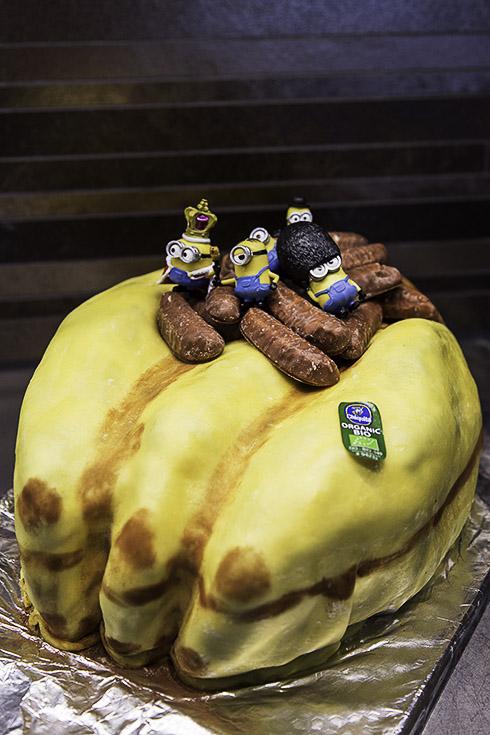 Miniontårta, Minion cake