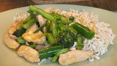 Kyckling- och broccoliwok