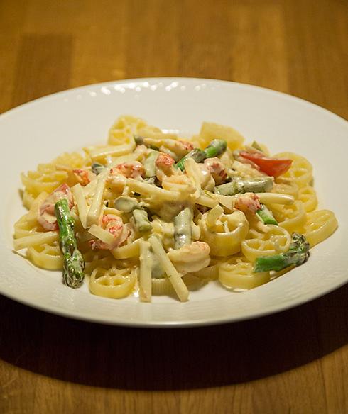 pastasås med selleri och kräftstjärtar