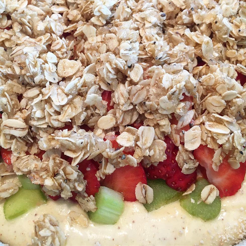 Jordgubbskaka med brynt smör