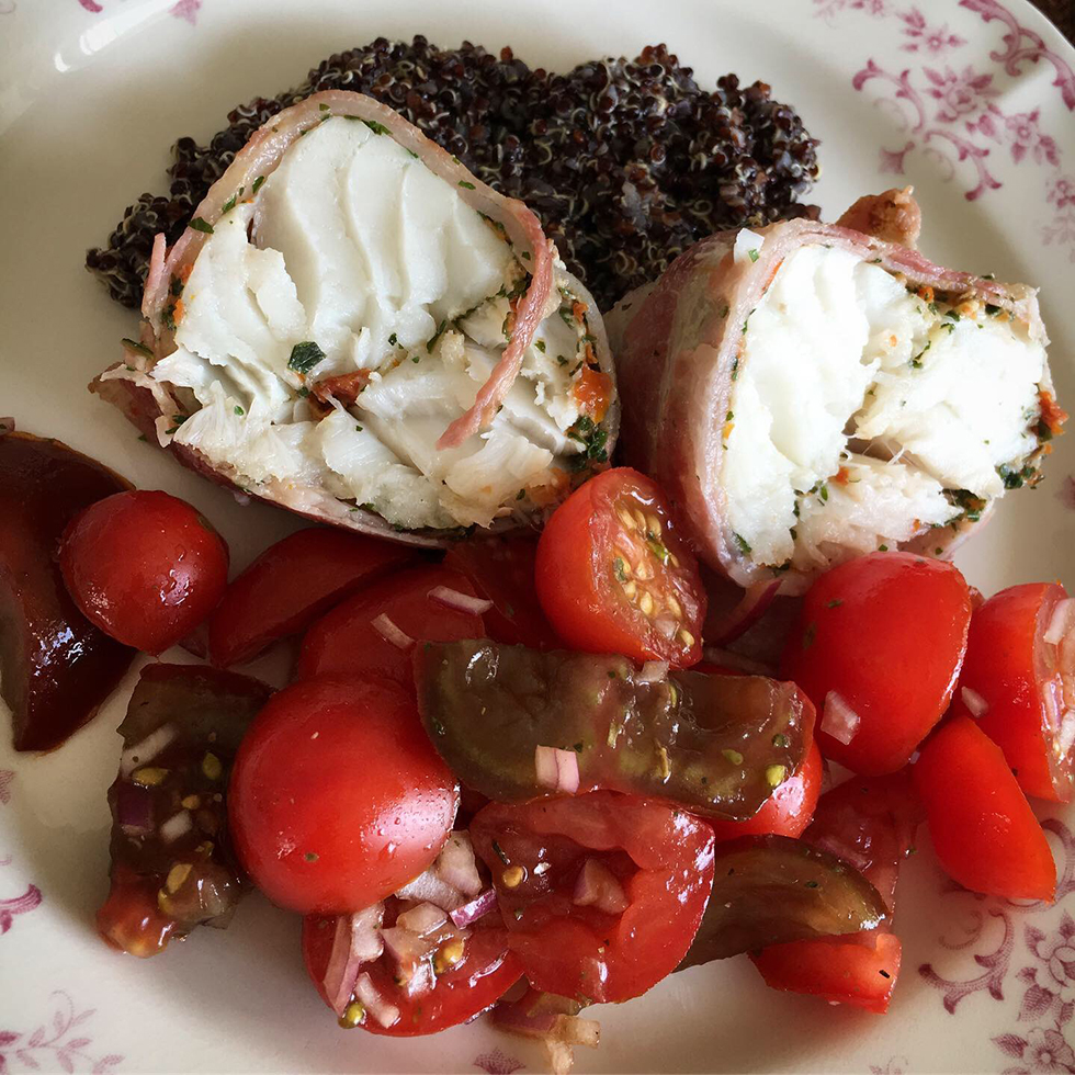 Baconstekt torskrygg med quinoa, ruccola och parmesan