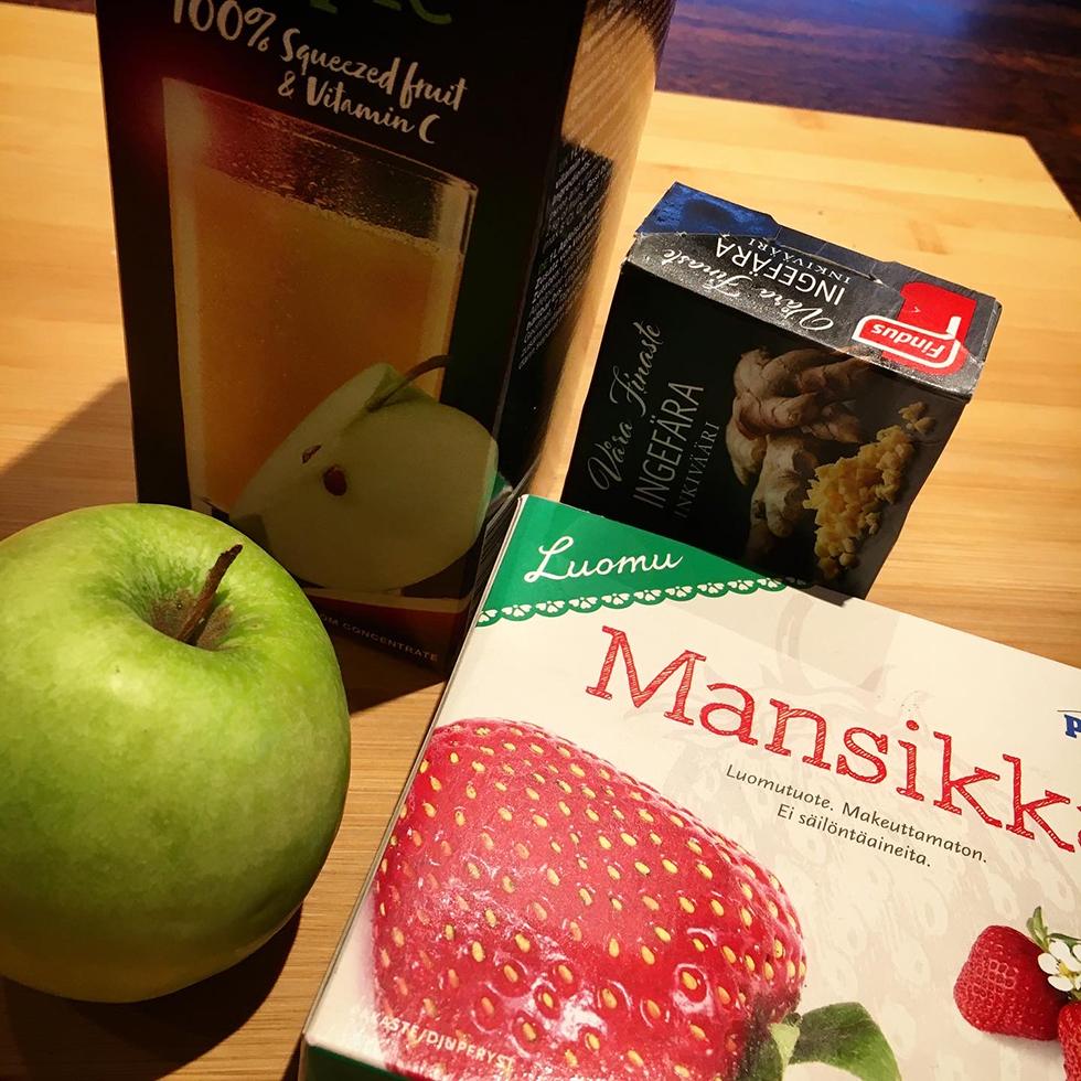 Smoothie med jordgubbar, äpple och ingefära