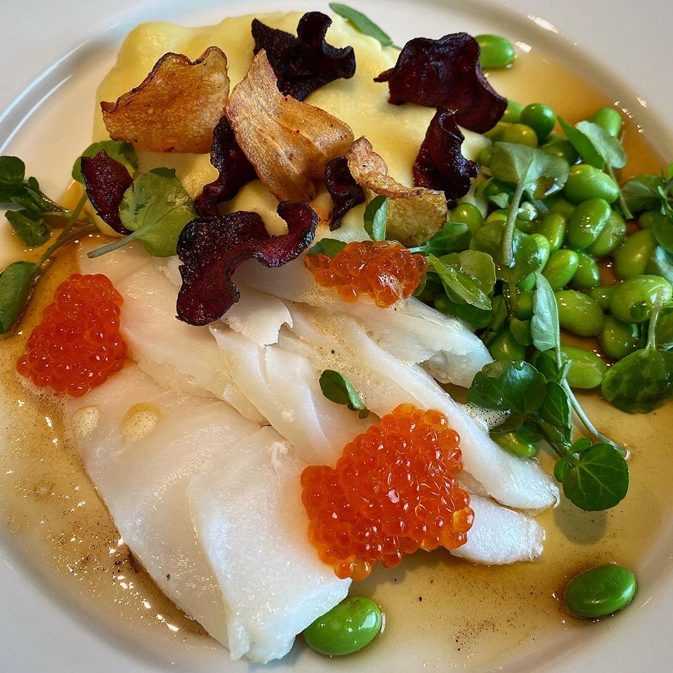 Rimmad torskrygg med jordärtskockspuré och brynt smör