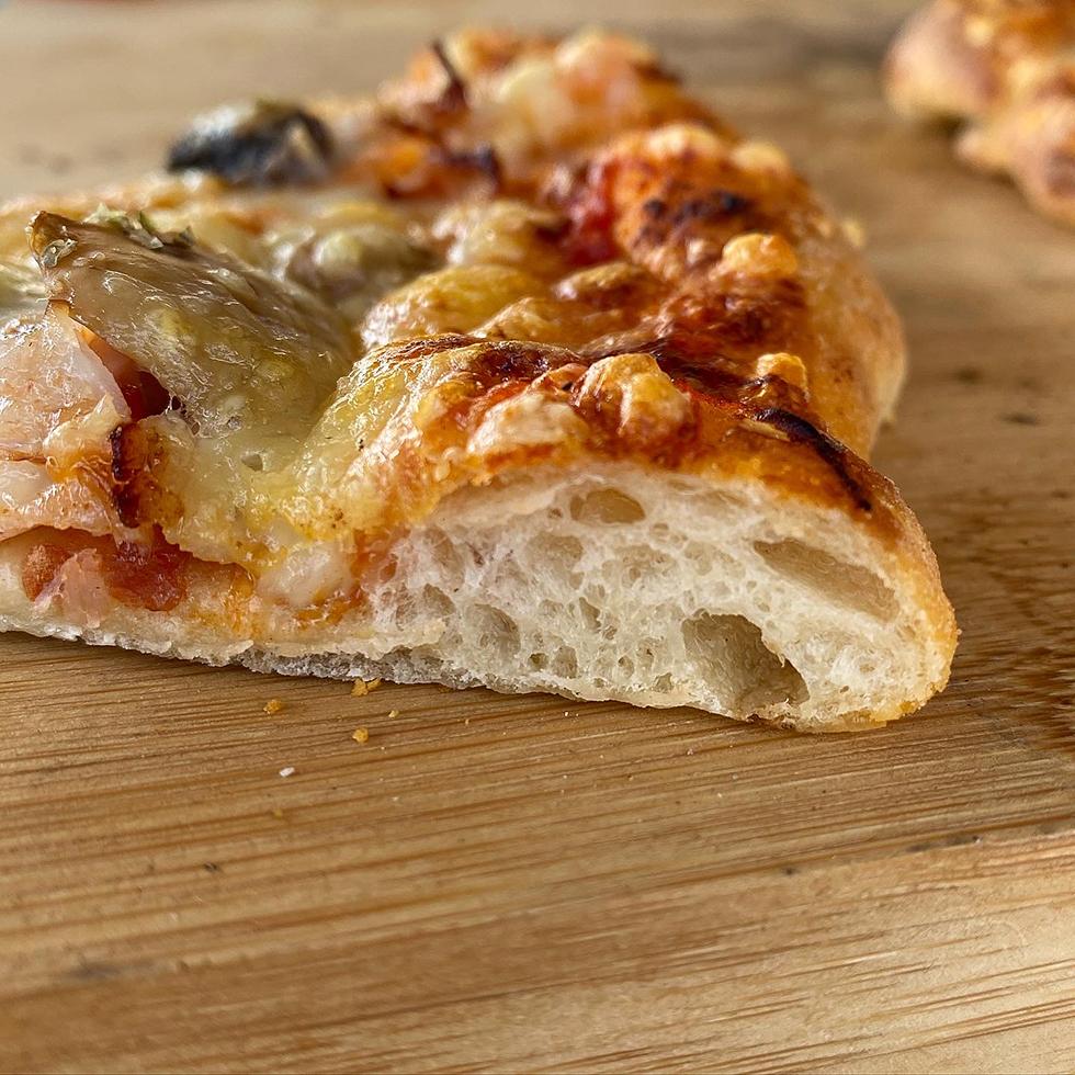 surdegs pizzabotten med fluffig kant
