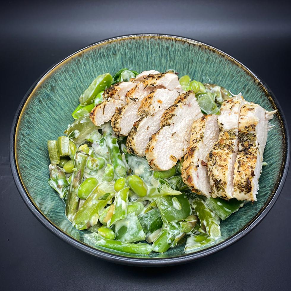 Kyckling och krämiga gröna grönsaker